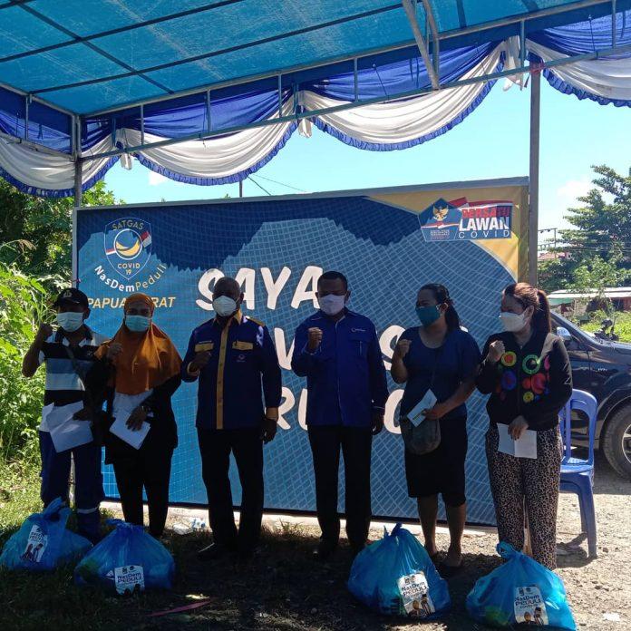 Ketua DPW Nasdem Papua Barat saat vaksinasi massal Covid-19