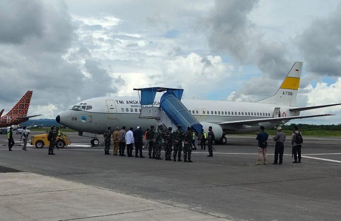Panglima TNI, Marsekal TNI Hadi Tjahjanto bersama Kapolri, Jenderal Pol Listyo Sigit Prabowo mengunjungi Provinsi Papua Barat, Sabtu (28/8/21), dalam rangka mengecek langsung penanganan Covid-19 di daerah ini.