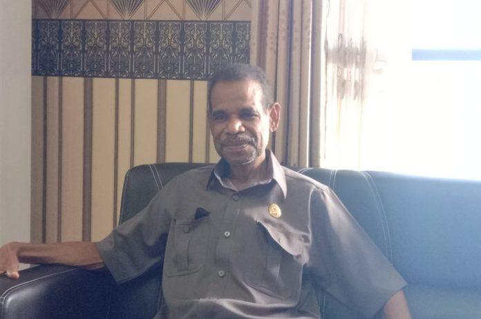 Wakil Ketua DPRD Manokwari, Bons Rumbruren.