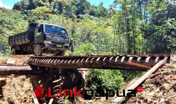 TNI Polri jembatan Kampung Fakario