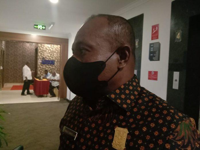 Ketua Komisi V DPR Papua Barat, Enos Rumpaidus.